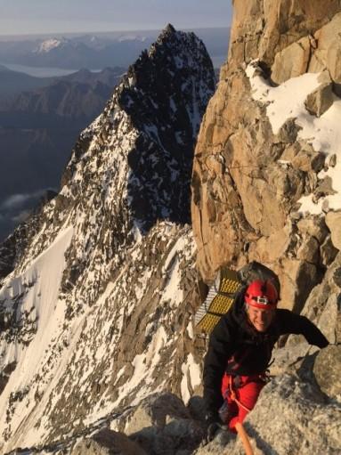 Verso il Picco Luigi Amedeo; sullo sfondo il Mont Brouillard